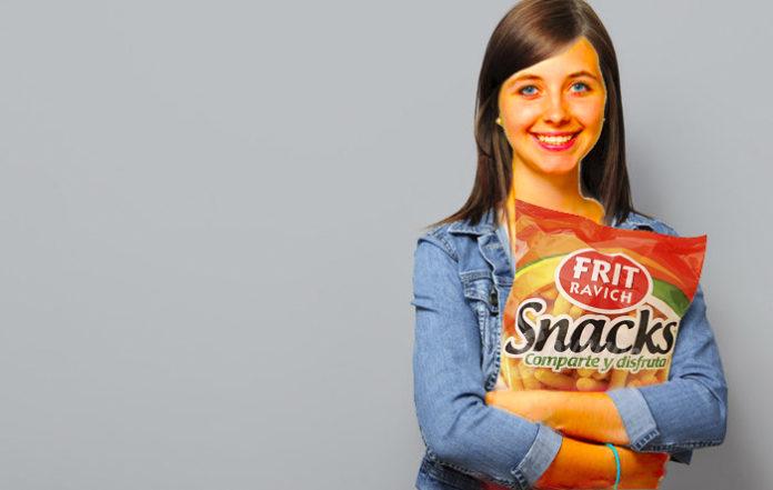 Una estudiante se vuelve naranja después alimentarse únicamente de ganchillos durante exámenes