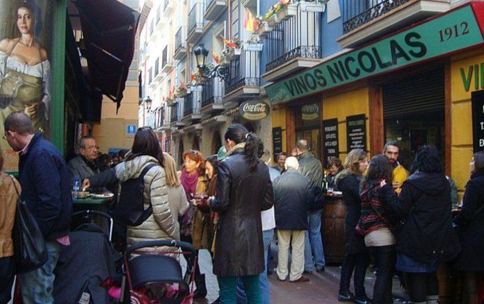 Descubren que fumar es malo pero que ir a Zaragoza y no tapear en El Tubo es peor