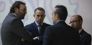 """La Directiva del Real Zaragoza, tras los gritos en La Romareda, tuvo que buscar el significado de la palabra """"Dimisón""""."""