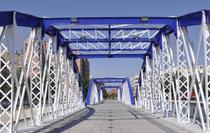 El calor provoca que el Puente de Hierro se funda