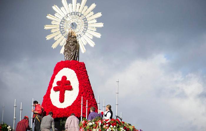 """""""5 punto gracias"""", la petición que más registra la Virgen del Pilar"""