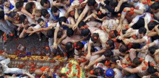Una asociación de vegetarianos denuncia a Tarazona por el maltrato que reciben los tomates en sus fiestas