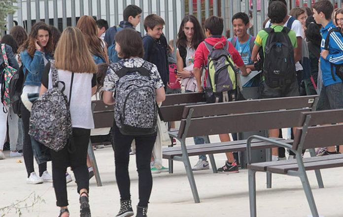 Varios colegios de Zaragoza dejarán una hora libre a sus alumnos para que empiecen a firmar sus petos