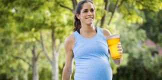 Piensa estar embaraza, pero solo estaba hinchada por toda la cerveza consumida en fiestas.