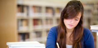Una universitaria vuelve a hacer creer a su familia que empezará a estudiar desde el primer día