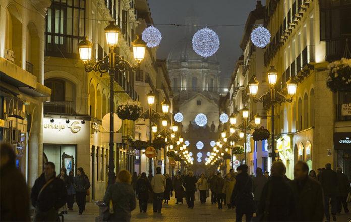 El Ayuntamiento de Zaragoza destinará diez bombillas más para la decoración navideña