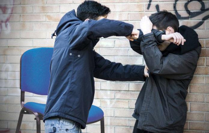 Un estudiante reta a muerte a otro por la última silla de la Sala de Estudio de Económicas