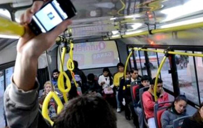 Aragón aprueba la pena de muerte para las personas que escuchen música sin auriculares