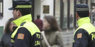 Detenida por amenazar a varias personas con una torrija de hace tres días
