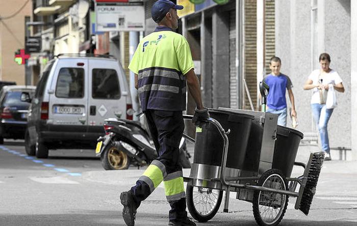 Despedido un trabajador de Zaragoza Limpia que aprovechaba el cierzo para no limpiar