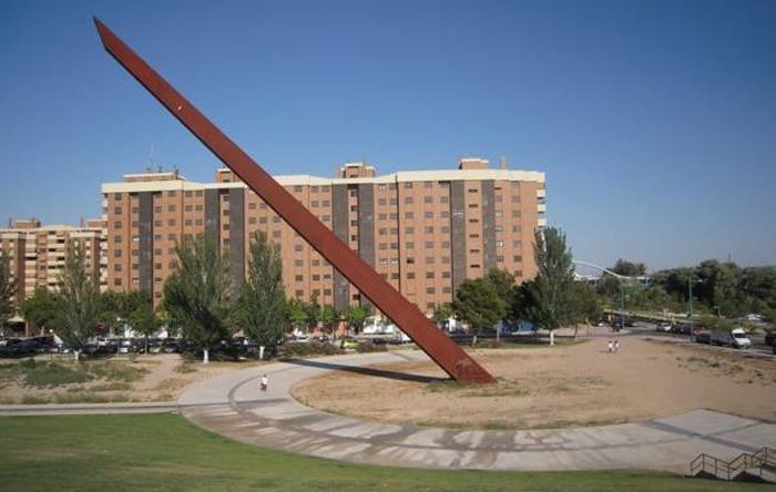 """Vecinos de Vadorrey descubren que """"ese palo tan alto"""" es un reloj solar"""
