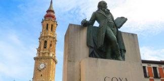 """Denuncian una pintada en el monumento a Goya que reza: """"me come la polla"""""""