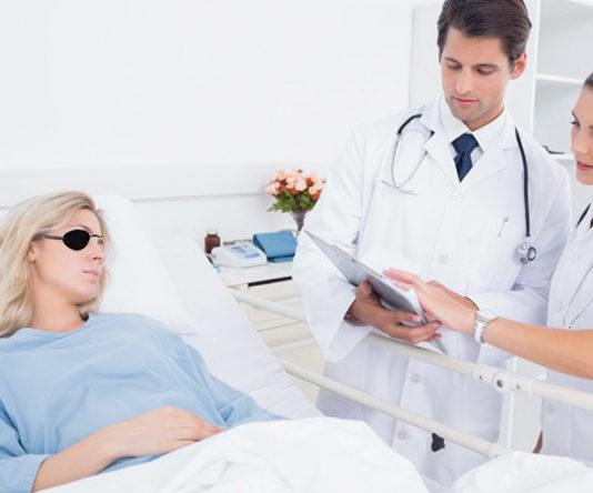 Hospitalizada después de que un cofrade estornudase y clavase su capirote en un ojo