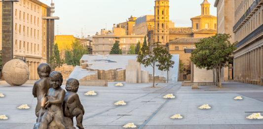 La Plaza del Pilar aparece repleta de palomitas