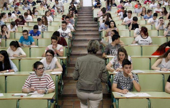 Los estudiantes de Aragón podrán realizar el comentario de texto de Selectividad a través de un audio de WhatsApp