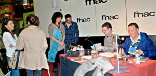 La FNAC acoge la firma de petos previa al inicio de las Fiestas del Pilar