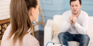 """Expedientan a una psicóloga que aconsejaba a sus pacientes diciéndoles """"no te rayes que son Pilares"""""""