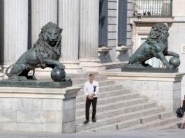 El diputado de Teruel Existe viaja a Madrid para cambiar los leones del Congreso de los Diputados por el Torico