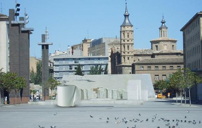 Sustituyen la bola del mundo de la Plaza del Pilar por un rollo de papel higiénico