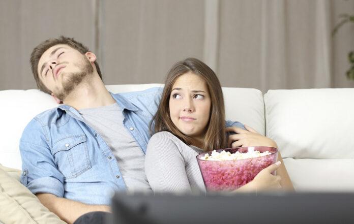 Una pareja pide alargar la cuarentena porque aún no han encontrado qué ver en Netflix