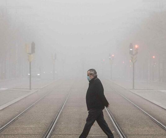 """La AEMET avisa a los zaragozanos, """"no es que se os empañen las gafas por la mascarilla, es que hay niebla"""""""