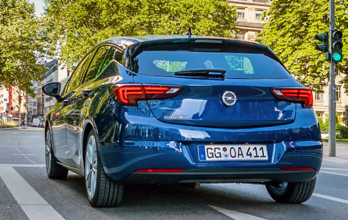 Opel lanza el AstraZeneca, el primer coche que protegerá del coronavirus