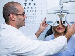 Cierran una óptica de Huesca que colaba insultos en sus pruebas para revisar la vista