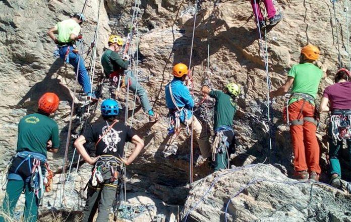 Decenas de escaladores confusos visitaron Anento el pasado fin de semana con la intención de escalarlo