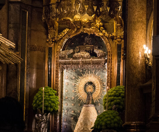 La Virgen del Pilar prefiere ahora ser francesa para poder viajar a Madrid